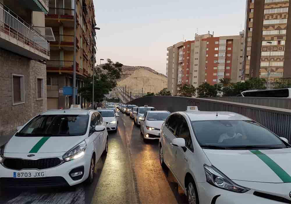 Alicante regulará los VTC con una hora de precontratación