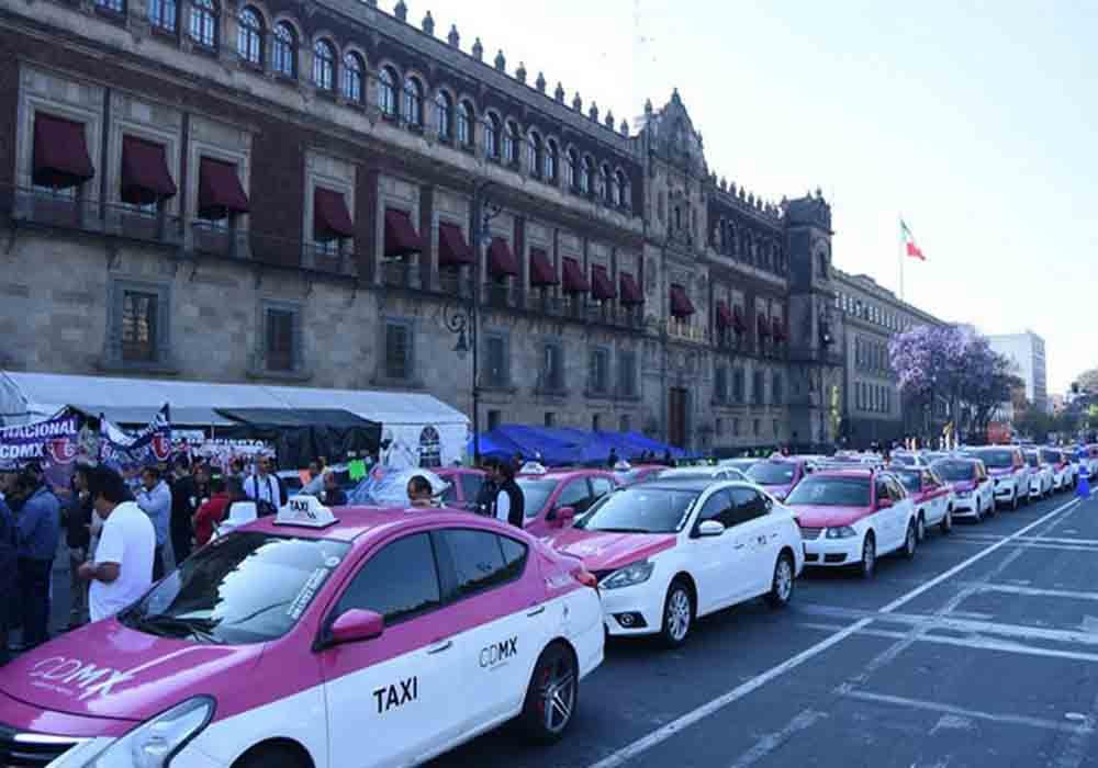Protesta de los taxistas de Mexico contra Uber y Cabify