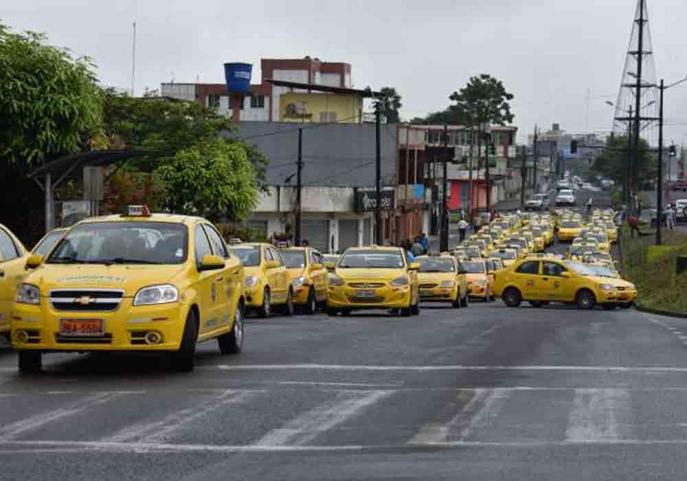 Los taxistas de Ecuador bloquean Latacunga