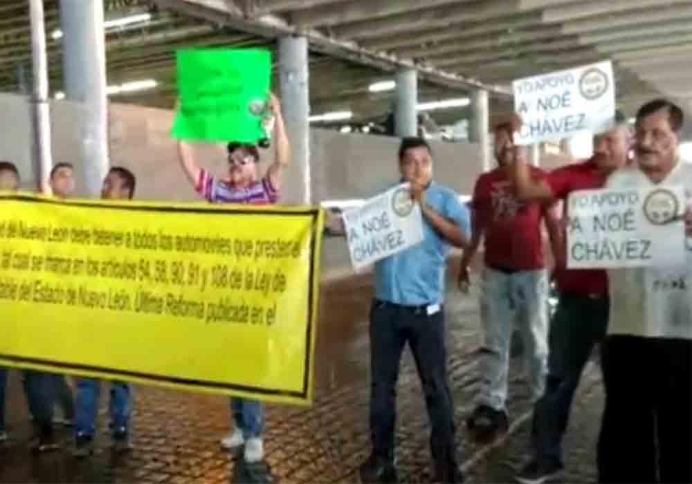 Protestas contra Uber y Didi en el Congreso de Nuevo León (México)